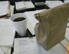 Ngắm bàn làm việc, đánh giá chủ nhân