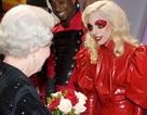 Lady GaGa diện kiến Nữ hoàng Anh