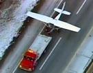 Mỹ: Máy bay hạ cánh khẩn xuống đường cao tốc