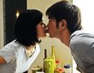Cổ Thiên Lạc chạm môi với hai người đẹp