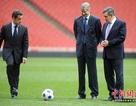 """Khi các nhà lãnh đạo thế giới """"trổ tài"""" với trái bóng"""