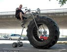 """Một chiếc xe đạp """"khủng"""""""