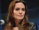 Angelina Jolie từng giả trai để trêu con