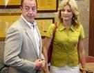 Cha của Lindsay Lohan bị tố đánh người