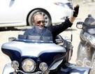 """Thủ tướng Nga Putin """"lướt"""" siêu mô tô đi thăm triển lãm"""