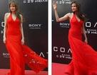 Angelina Jolie rực rỡ váy đỏ tại Nga