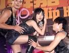 Thái Y Lâm sexy bên các vũ công