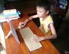 Cậu bé mồ côi và chiếc máy tính giấy tự sáng chế