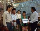 Quỹ bé Nhân Ái đến với cháu bé lớp 1 không hậu môn, không bộ phận sinh dục