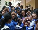Hoa hậu Ngô Phương Lan cứu trợ tại Nghệ An