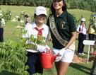 Thí sinh Hoa hậu trái đất tham gia hoạt động môi trường
