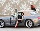 """Vũ nữ thoát y """"phải lòng"""" BMW Z4"""
