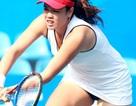 Nữ VĐV quần vợt để lộ nội y khi thi đấu