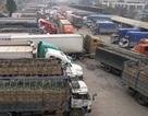 Hàng trăm xe chở hàng lại bị ùn tắc tại Tân Thanh