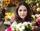 Thái Hà xinh đẹp bên hoa