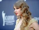 """Taylor Swift tự nhủ """"không được phép"""" nhớ nhà"""