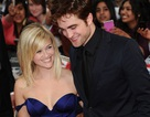 Reese Witherspoon - Robert Pattinson mang phim mới tới Anh