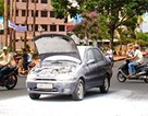 Xe Fiat tự bốc cháy giữa đường