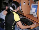 Nữ công nhân trong thế giới ảo