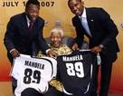Vua bóng đá Pele và Eto'o chia vui sinh nhật Mandela