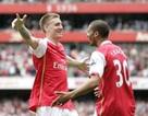 Arsenal và Liverpool cùng thắng nhẹ nhàng