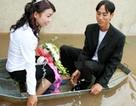 Chùm ảnh: Đám cưới ngày lũ