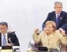 Tiết lộ cảnh Bush mát xa cho Thủ tướng Đức