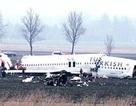 Máy bay chở 135 hành khách gãy làm 3 ở Amsterdam