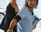 Vợ chồng Nicole Kidman về quê nghỉ hè