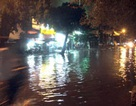 TPHCM: Mưa trái mùa, nhiều nơi lại ngập