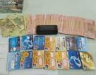 Bắt một người Trung Quốc in thẻ ATM giả rút tiền ngân hàng