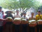 Nhóm nhà hảo tâm cùng Dân trí trao 5 tấn gạo, 1 nghìn thùng mì tôm đến đồng bào bị lũ lụt