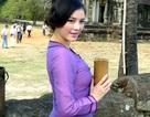 Lý Nhã Kỳ xinh đẹp được săn đón tại Angkor Thom