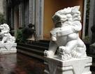 Đôi sư tử đá kiểu Trung Quốc đầu tiên bị di dời