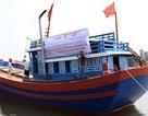 Tàu cá kéo cờ Tổ quốc khẳng định chủ quyền trên Biển Đông