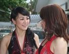 Hai nữ ảo thuật gia Nhật Bản tặng quà cho trẻ em làng trẻ SOS
