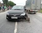 """Ô tô """"đại náo"""" trên đường sau khi gây tai nạn"""