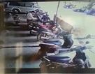 Camera ghi lại cảnh đối tượng cạy cốp nhiều xe máy lấy tài sản