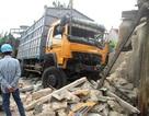 Suýt chết trong giấc ngủ trưa vì bị xe tải đâm sập nhà