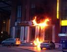 Cháy tại khách sạn 4 sao, khách trọ hoảng loạn