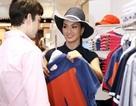 Người mẫu Anh Thư mua sắm cùng bạn nhảy