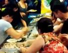 """""""Choáng"""" với clip ăn buffet tại một nhà hàng ở Việt Nam"""