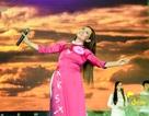 Phi Nhung thay gần 10 bộ áo dài trong một đêm diễn