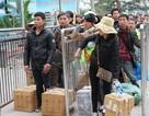 Cửa khẩu Móng Cái (Quảng Ninh): Kẹt cứng vì cả vạn người qua Trung Quốc xách hàng