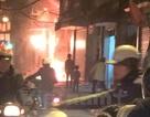 Hà Nội: Cháy lớn tại tiệm bán bàn ghế ở Đê La Thành