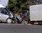 Va chạm với xe tải, 6 người trên xe khách nguy kịch