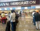 """Bị từ chối nhập cảnh Singapore: """"Đi du lịch mà bị giam cầm, lăn tay như tội phạm!"""""""