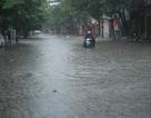 Mưa lớn bất ngờ, thành phố Lào Cai ngập trong nước