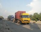 """Vụ xe container """"vây"""" cửa khẩu: Doanh nghiệp lo phá sản, mất khách"""