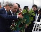 Ngoại trưởng Mỹ đặt hoa tưởng niệm nạn nhân vụ thảm sát tòa báo Charlie Hebdo